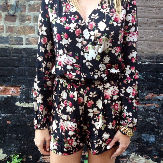 Fall floral romper. ?? #ootd chicagoblogger #fashionblogger #fashion #streetstyle #midwestbloggers