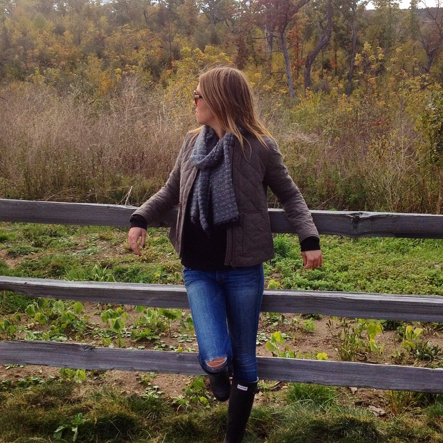 Farm life. ?? #fashionblogger #chicagoblogger #ootd #fall #midwestbloggers #wearit #justbrokeoutmyhunters