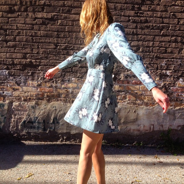 Twirlin in the sunshine in my new fav @freepeople dress. ? #fashionblogger #chicagoblogger #midwestblogger #fashion #ootd #freepeople
